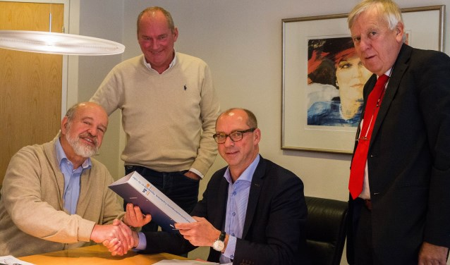 Bedrijfsterrein vereniging FHV officieel opgericht!. Jan van Santen voorzitter