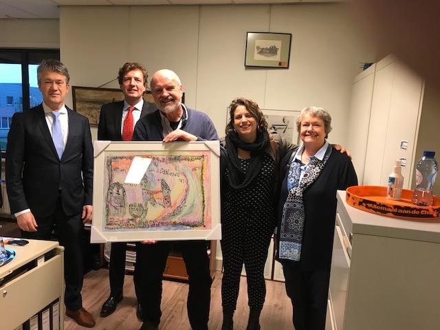 Kunstwerk aangeboden door gemeente Ede aan Mondial Waaijenberg Verhuizers Ede